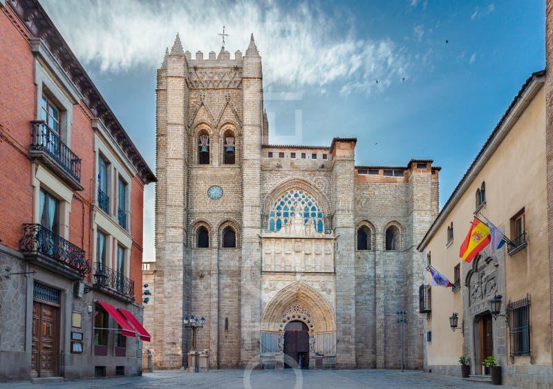 Gotisk och romanesquedomkyrka i Avila Castilla y Leon, Spanien royaltyfri foto