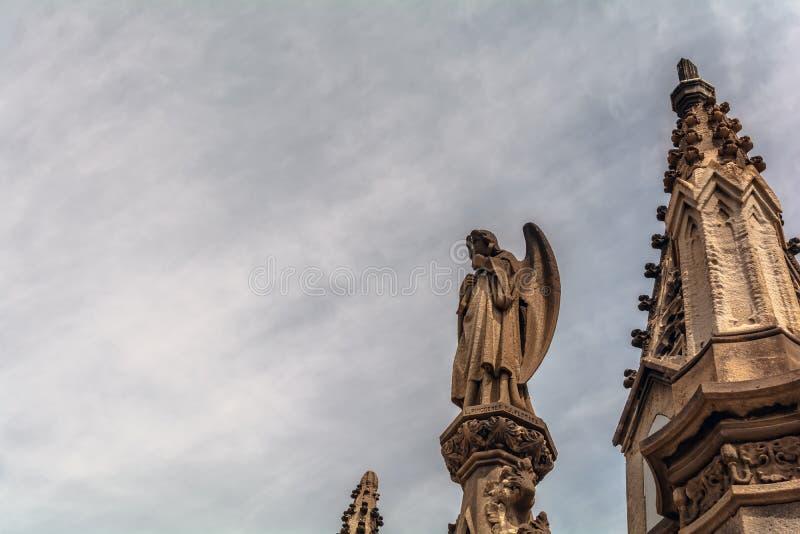 Gotisk skulptur i den Poblenou kyrkogården royaltyfri bild