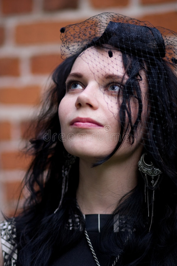 gotisk stil för klädd flicka arkivbilder