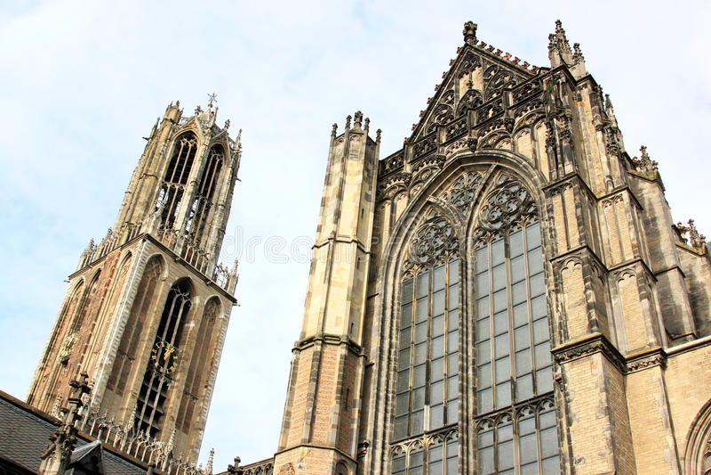 Gotiska Dom Tower och kyrka, Utrecht, Nederländerna royaltyfria foton