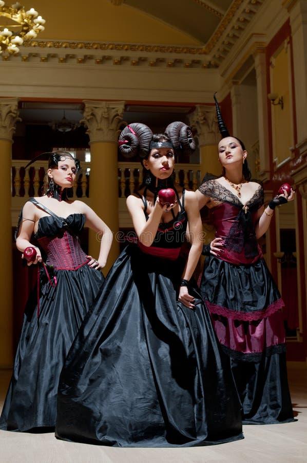 gotiska horns tre för flickor arkivbilder