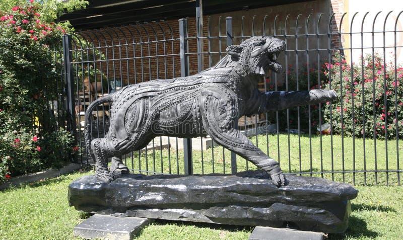 Gotiska svarta Tiger Statue royaltyfria foton