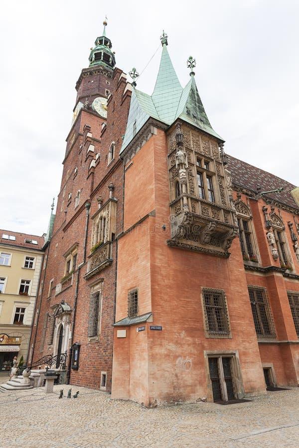 Gotiskt Wroclaw gammalt stadshus på marknadsfyrkanten, Wroclaw, Polen royaltyfria bilder