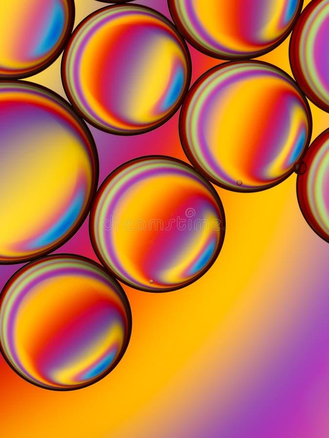 Gotitas coloridas del aceite en agua fotos de archivo