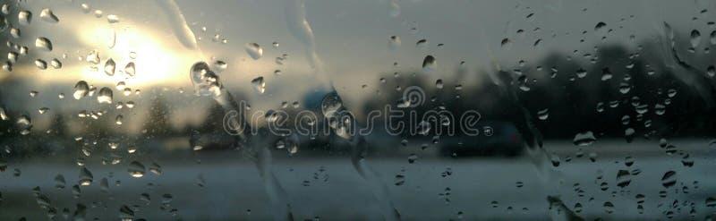 Gotitas de agua en ventana imagen de archivo