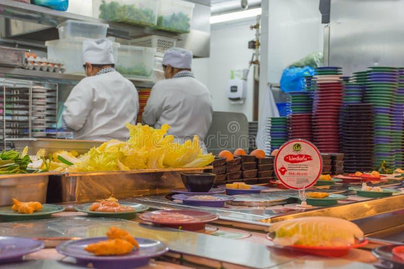 Gotować w kuchni zdjęcie royalty free