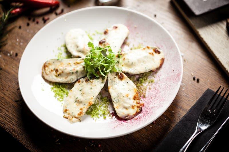 Gotowane zielone omułki z parmegano i serem śmietankowym zdjęcia stock