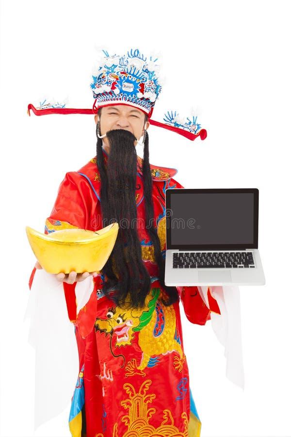 Gott des Reichtums einen Laptop- und Goldbarren halten stockfotografie