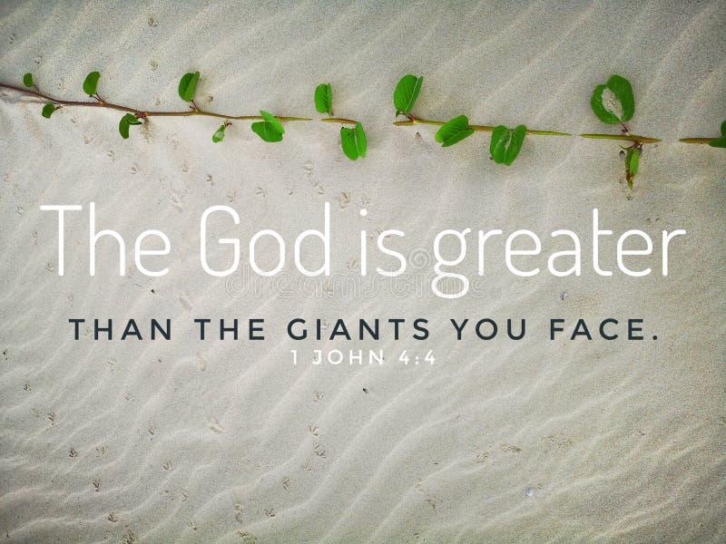 Gott ist mit Bibelversentwurf für Christentum mit Hintergrund des sandigen Strandes größer lizenzfreies stockfoto