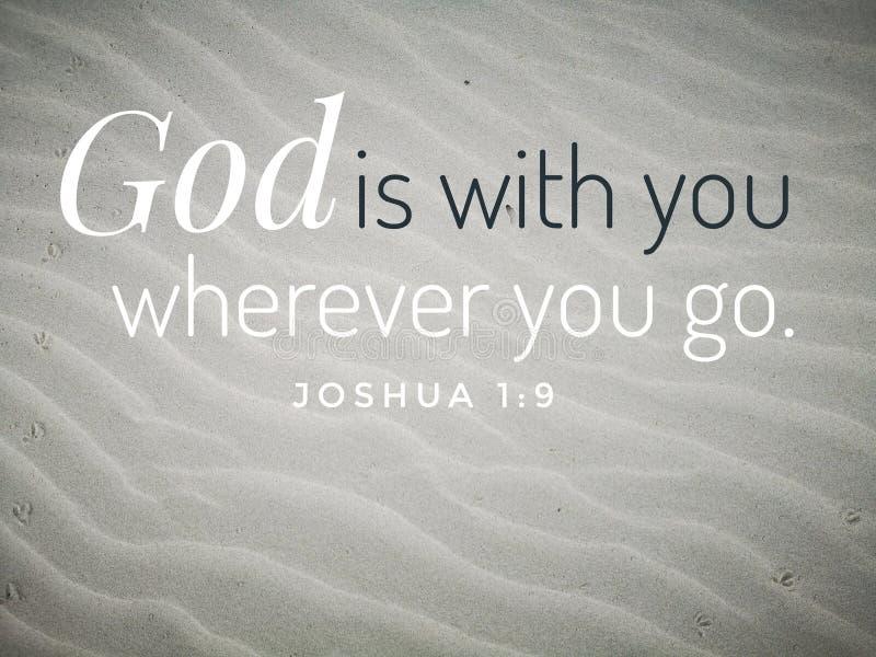 Gott ist mit Ihnen Entwurf für Christentum mit Hintergrund des sandigen Strandes lizenzfreie stockbilder
