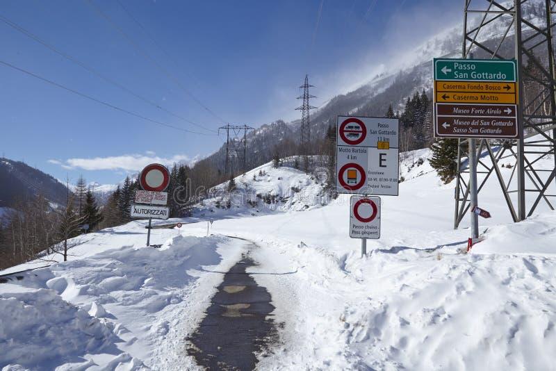 Gotthard - droga zamykająca w zimie fotografia stock