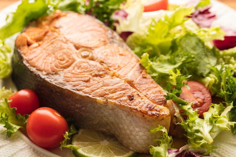 Gotująca stek czerwieni ryba zdjęcie royalty free