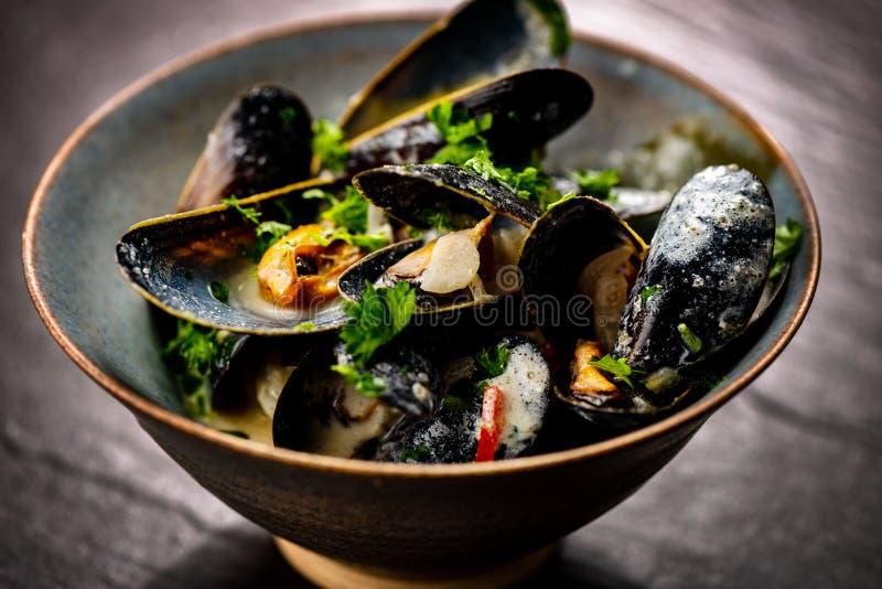 Gotuj?cy b??kitni mussels zdjęcie royalty free