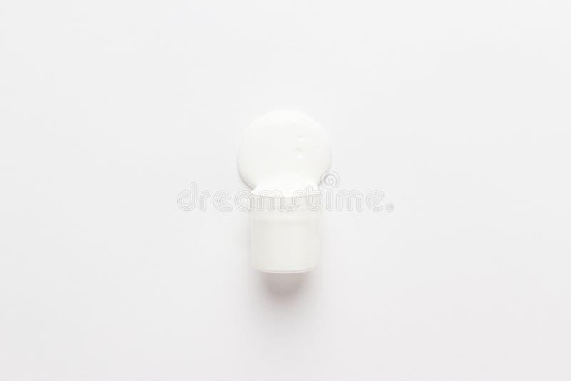 Gouachen kan spillt på till vit arkivfoton