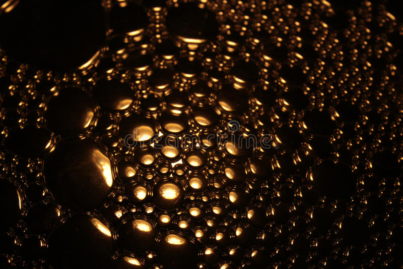 Goud gekleurde waterbel stock foto