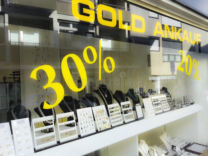 Goud kopende en verkopende winkel, aankoop, percententekens stock foto