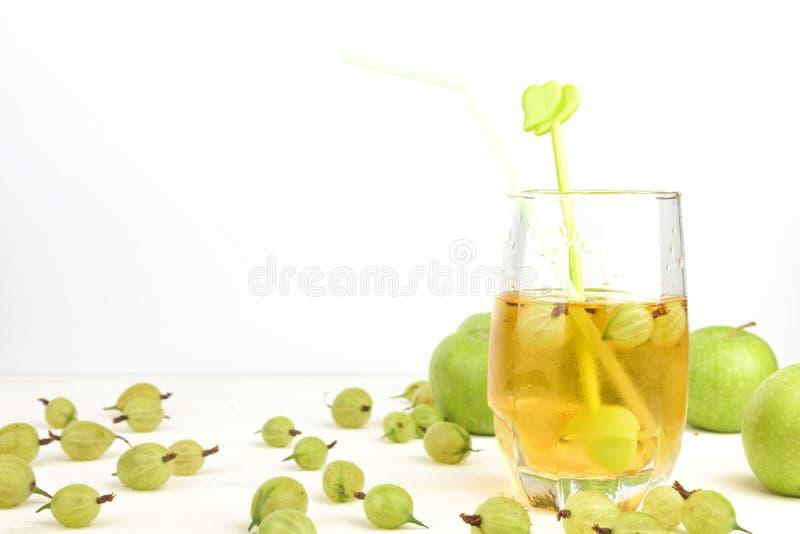 Gouden Appelsap in een glas stock foto's