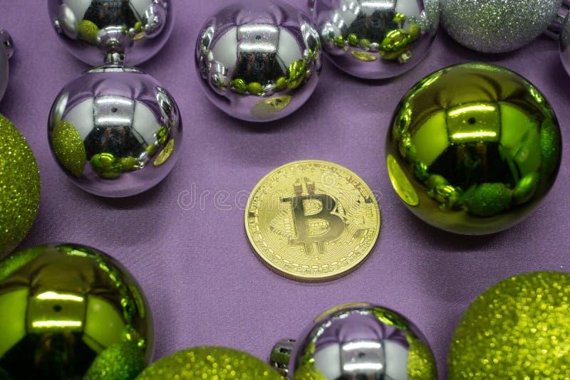 Gouden bitcoin in het nieuwe jaar royalty-vrije stock afbeeldingen
