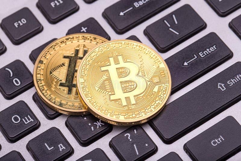 Gouden bitcoin twee royalty-vrije stock afbeeldingen
