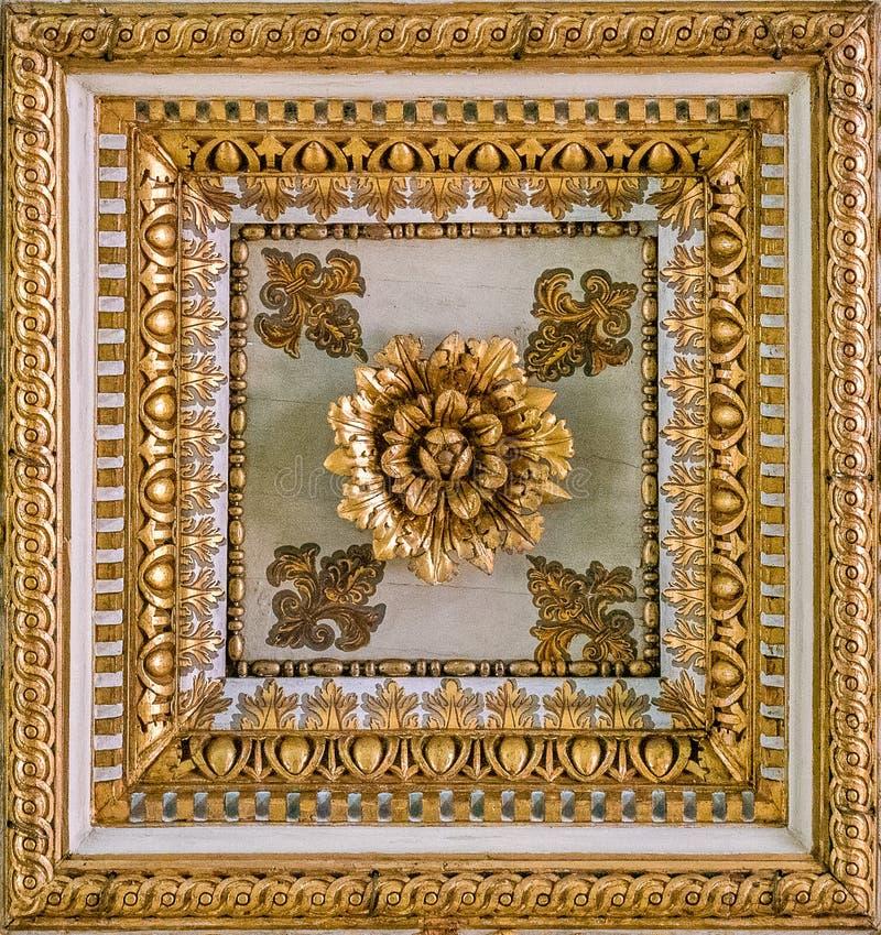 Gouden bloemendecoratie van het plafond van de Basiliek van Santa Maria Maggiore in Rome, Italië royalty-vrije stock afbeelding
