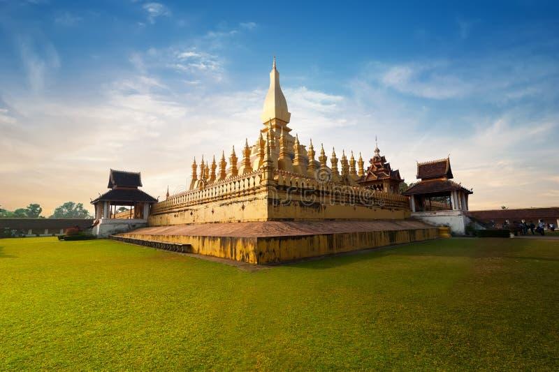 Gouden boeddhistische pagode van Phra die Luang-Tempel Vientiane, Laos stock foto