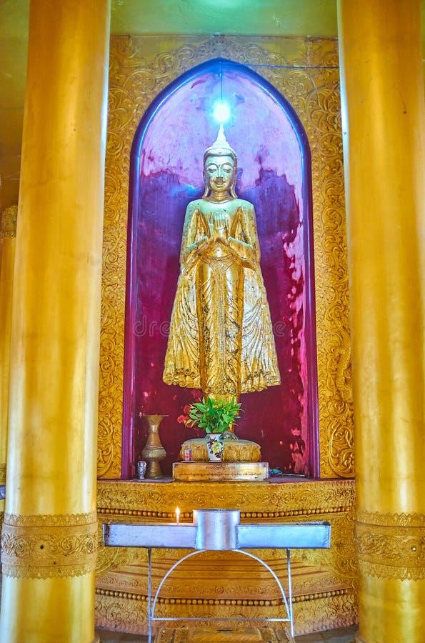 Gouden Boedha in ananda-Stijl Tempel van Mahazedi Paya, Bago, Myanmar stock fotografie