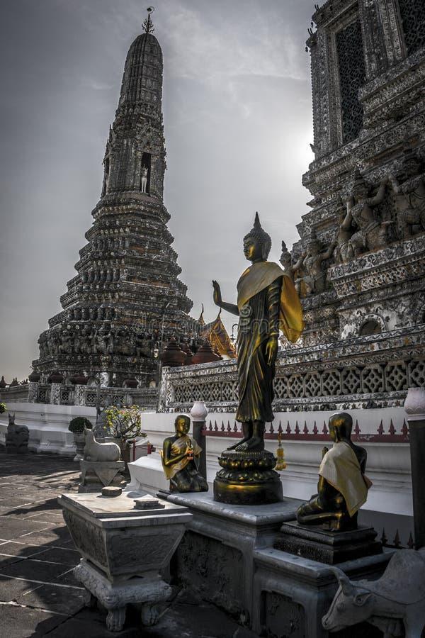 Gouden Boedha bij Tempel van Dawn stock fotografie