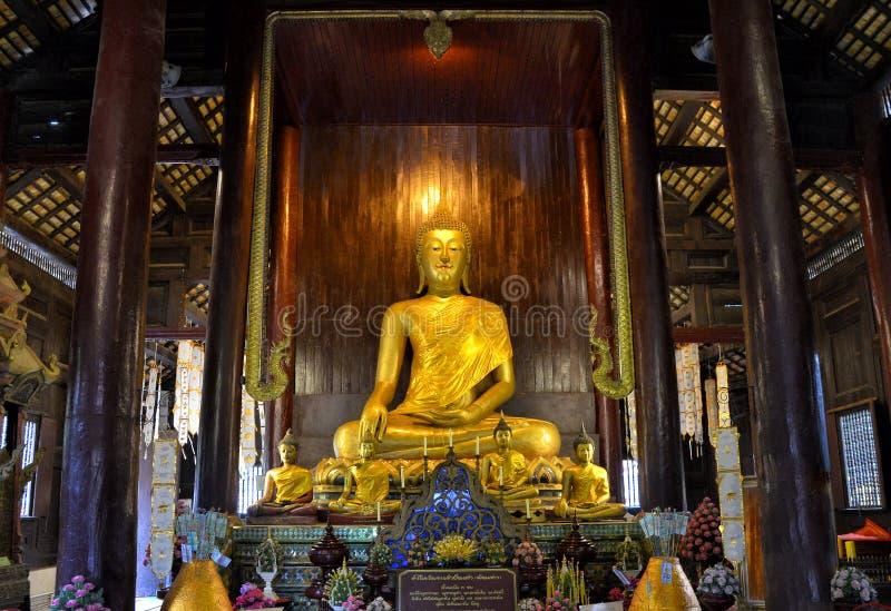 Gouden Boedha in Wat Pantol Chiangmai stock foto