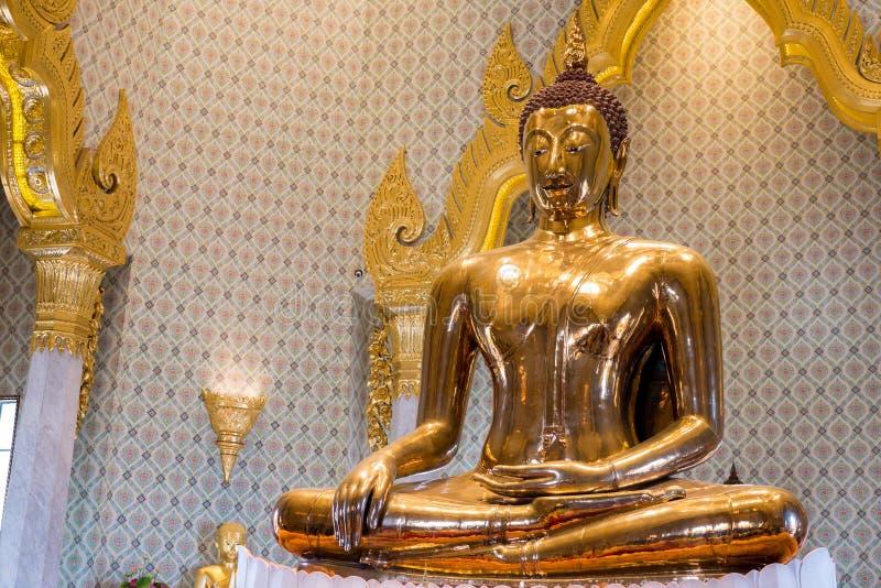 Gouden Boedha in Wat Traimit stock foto's