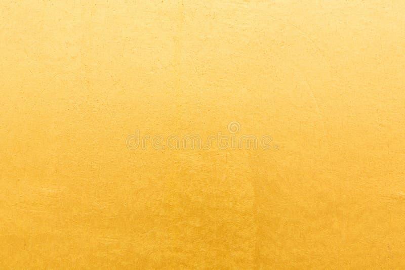 Gouden concrete muur op achtergrondtextuur royalty-vrije stock afbeeldingen