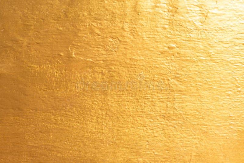 Gouden concrete muur op achtergrondtextuur stock fotografie