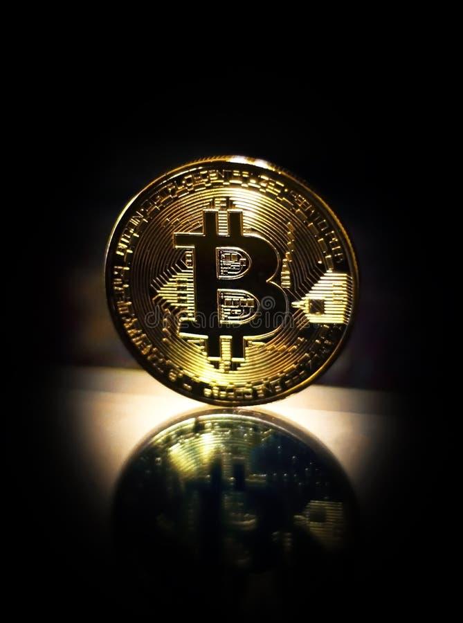Gouden crypto van het muntstuk bitcoin symbool munt stock afbeeldingen