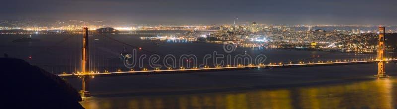 Gouden de nachtpanorama van de Poort stock afbeelding