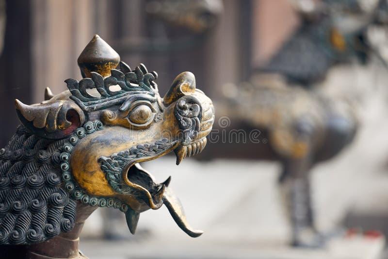 Gouden draak in Nepal stock afbeeldingen