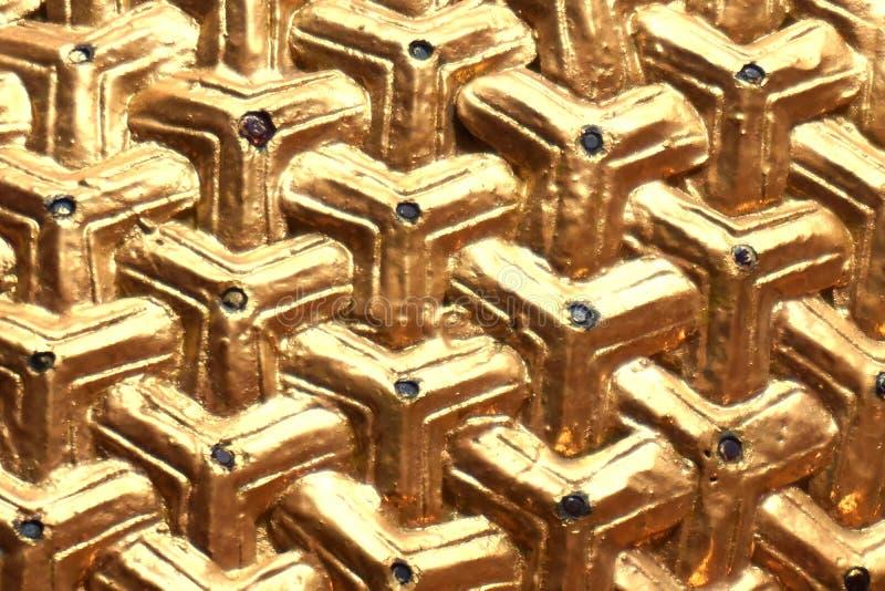 Gouden driehoek met weinig gem royalty-vrije stock afbeelding