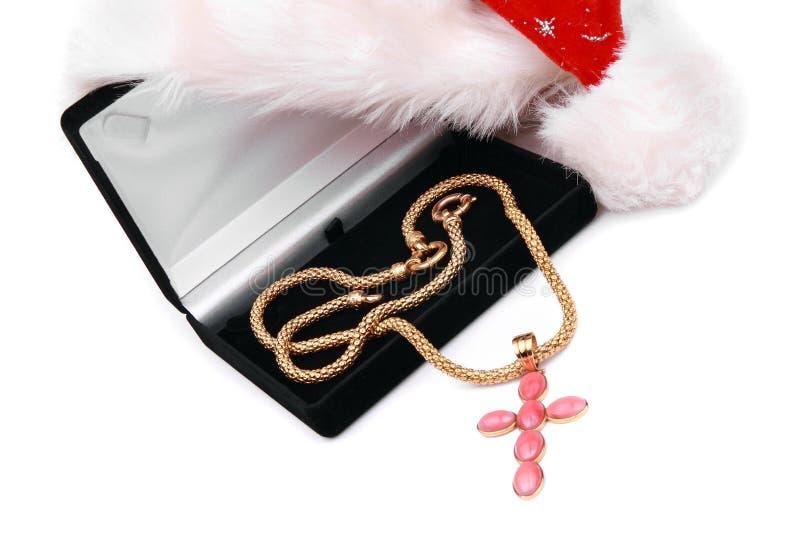 Gouden dwarshalsband met kostbare roze gemmen stock foto