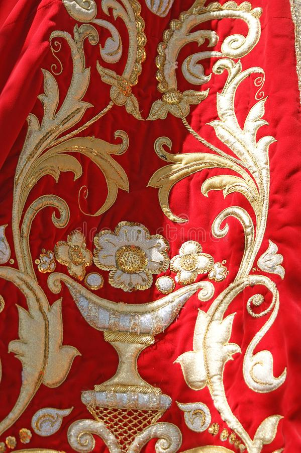 Gouden en rode maagdelijke mantel stock foto