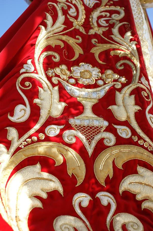 Gouden en rode maagdelijke mantel stock fotografie