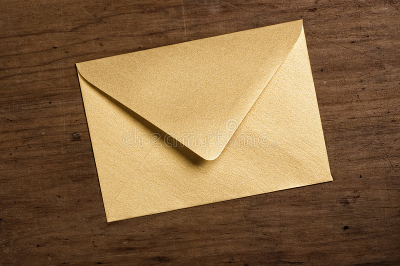 Gouden envelop. royalty-vrije stock fotografie