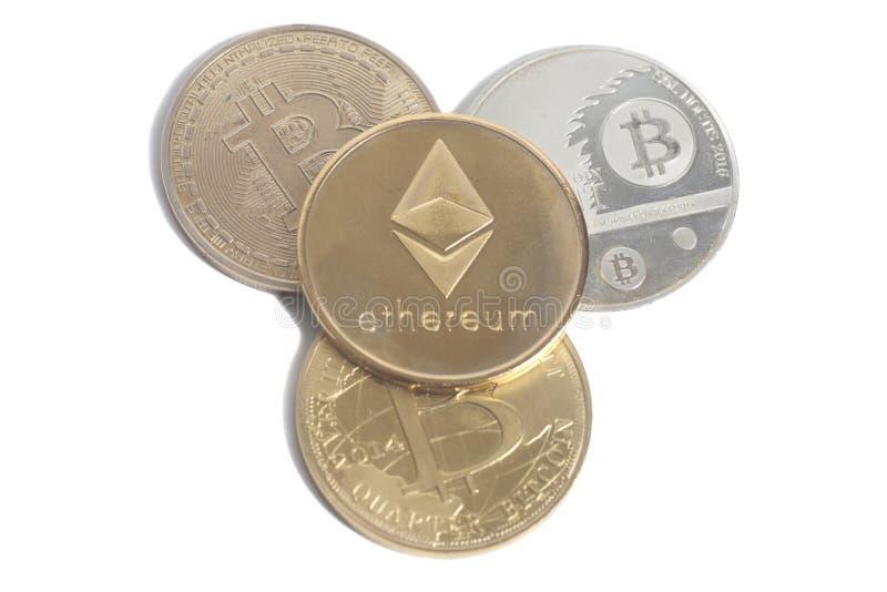 Gouden Ethereum met Bitcoins stock afbeelding