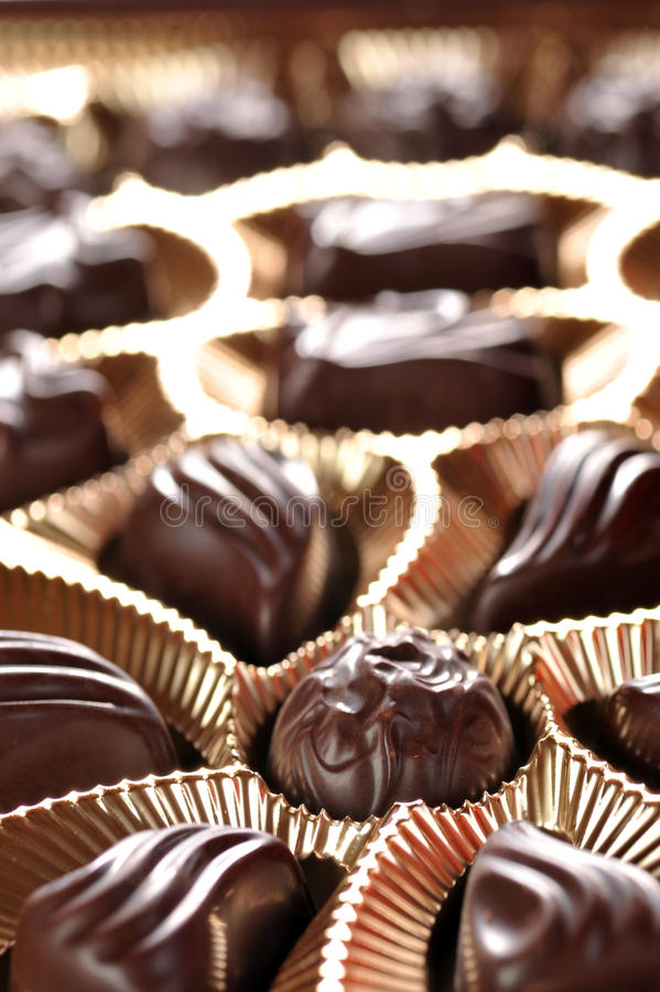 Gouden foliedoos chocolade royalty-vrije stock foto's