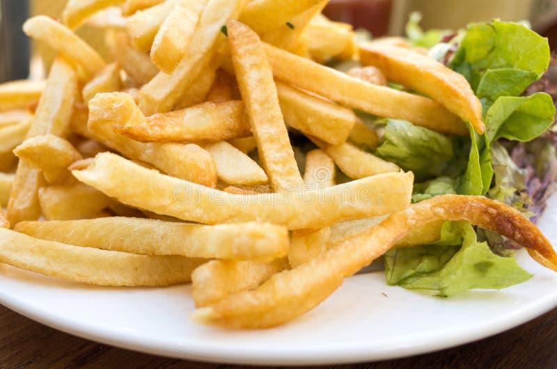 Download Gouden Frietenaardappels stock afbeelding. Afbeelding bestaande uit maaltijd - 39108907