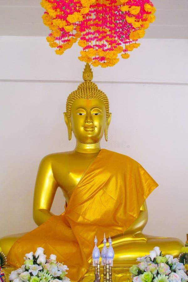 Gouden Gautama Buddha-standbeeldmonument royalty-vrije stock foto