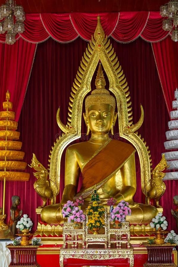 Gouden Gautama Buddha-standbeeldmonument stock foto's