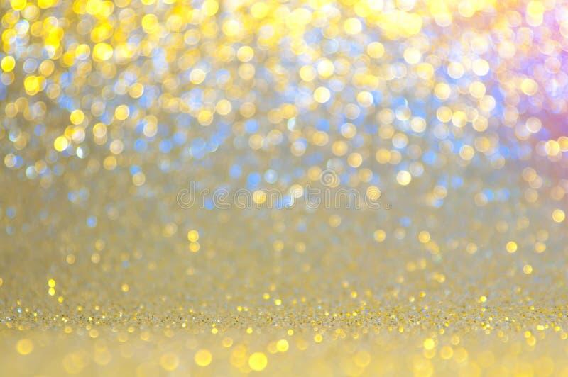 Gouden, gele, blauwe, roze abstracte lichte achtergrond, Gouden het glanzen lichten, het fonkelen schitterende Kerstmislichten Va royalty-vrije stock foto's