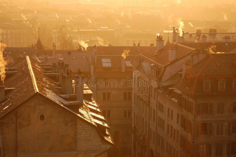Gouden Genève in de winterzonsondergang stock foto
