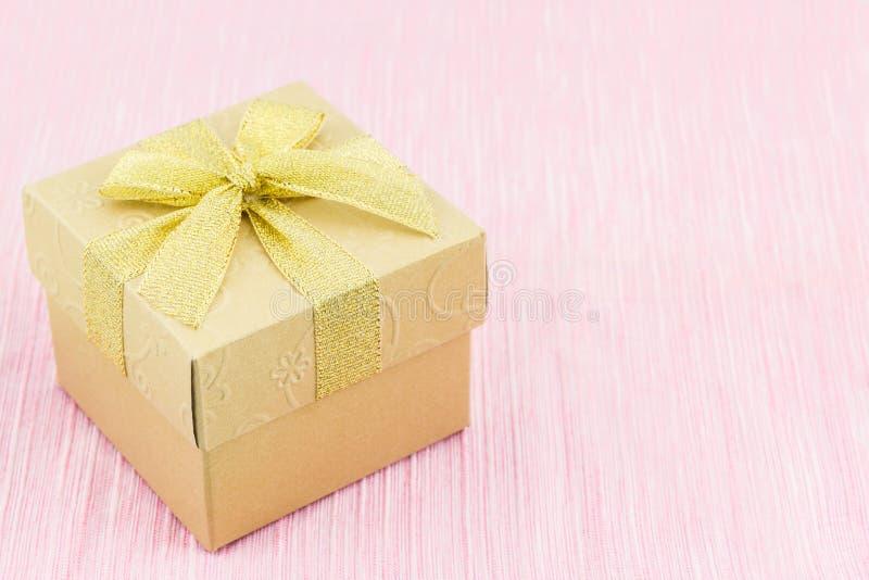 Gouden giftdoos stock fotografie