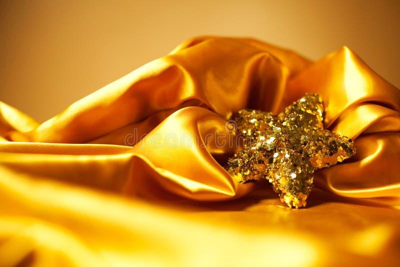 Gouden glamourthema met fonkelende Kerstmisster royalty-vrije stock afbeeldingen