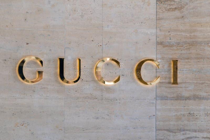 Gouden Gucci-teken Gucci is een Italiaans luxemerk van manier en leergoederen stock afbeelding