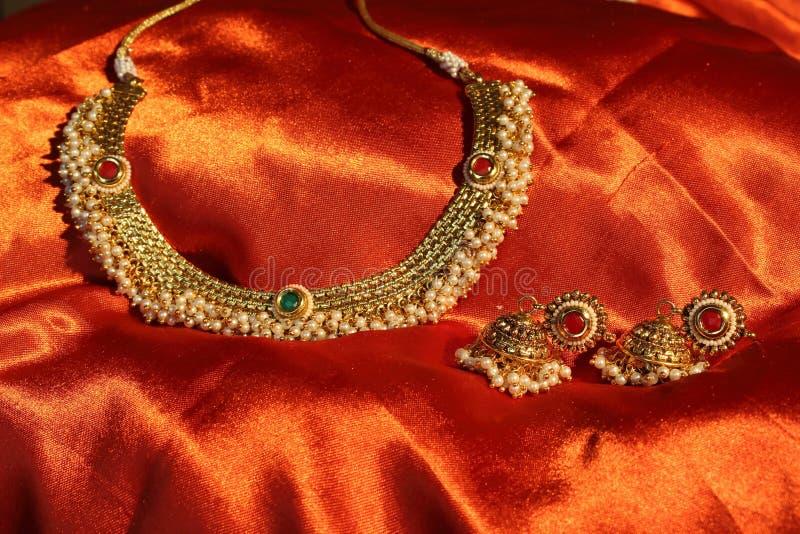 Gouden halsband stock foto's
